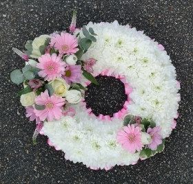 Based wreath in pinks