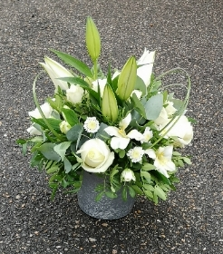 Mixed white arrangement