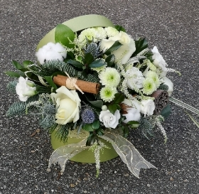 winter whites and green flowers in a hatbox design